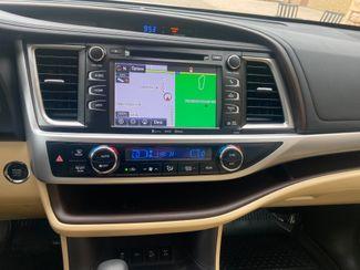 2018 Toyota Highlander XLE Farmington, MN 8