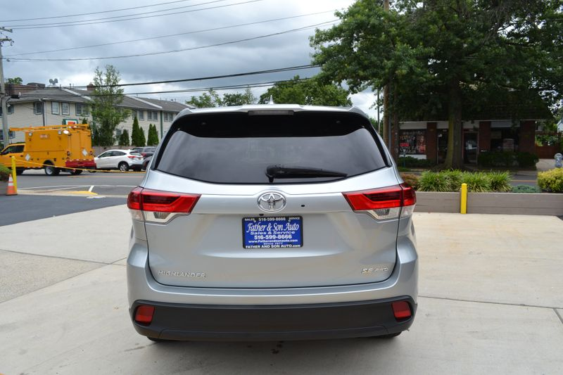 2018 Toyota Highlander SE  city New  Father  Son Auto Corp   in Lynbrook, New