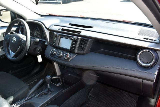 2018 Toyota RAV4 LE Waterbury, Connecticut 17