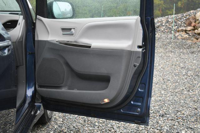 2018 Toyota Sienna XLE Premium Naugatuck, Connecticut 10