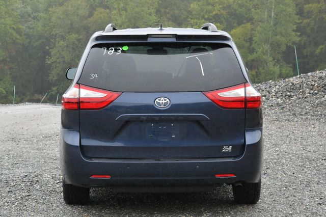 2018 Toyota Sienna XLE Premium Naugatuck, Connecticut 3