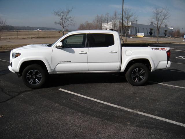 2018 Toyota Tacoma TRD Sport Chesterfield, Missouri 3