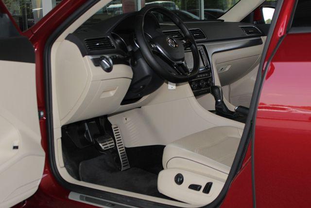 2018 Volkswagen Passat R-Line FWD - ADAPTIVE CRUISE - BLIND SPOT! Mooresville , NC 28
