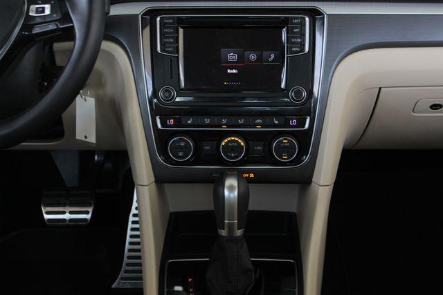 2018 Volkswagen Passat R-Line FWD - ADAPTIVE CRUISE - BLIND SPOT! Mooresville , NC 7
