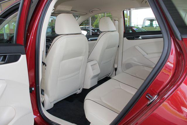 2018 Volkswagen Passat R-Line FWD - ADAPTIVE CRUISE - BLIND SPOT! Mooresville , NC 37