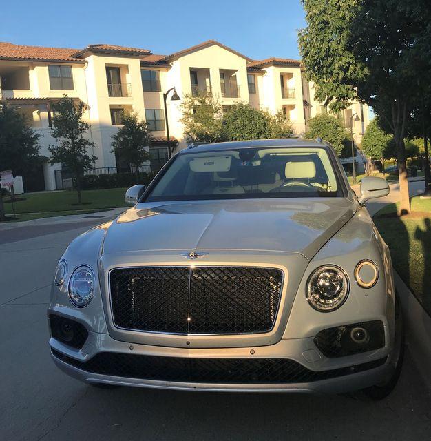 2019 Bentley Bentayga V8 Houston, Texas 3