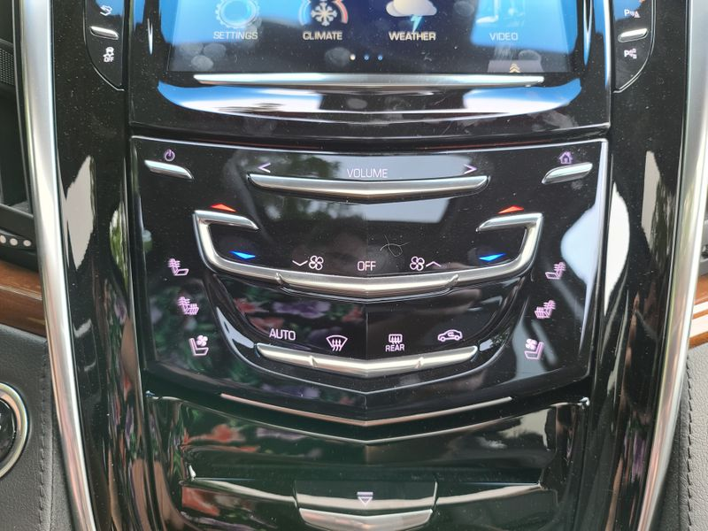 2019 Cadillac Escalade 4WD Premium Luxury  17000 Miles 1 Owner Loaded Great Color Like New  city Washington  Complete Automotive  in Seattle, Washington