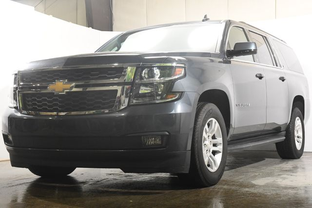 2019 Chevrolet Suburban LT w/ DvD/ Nav/ Safety Tech in Branford, CT 06405
