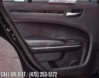 2019 Chrysler 300 Limited Waterbury, Connecticut 26