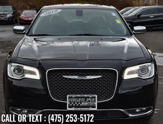 2019 Chrysler 300 Limited Waterbury, Connecticut 8