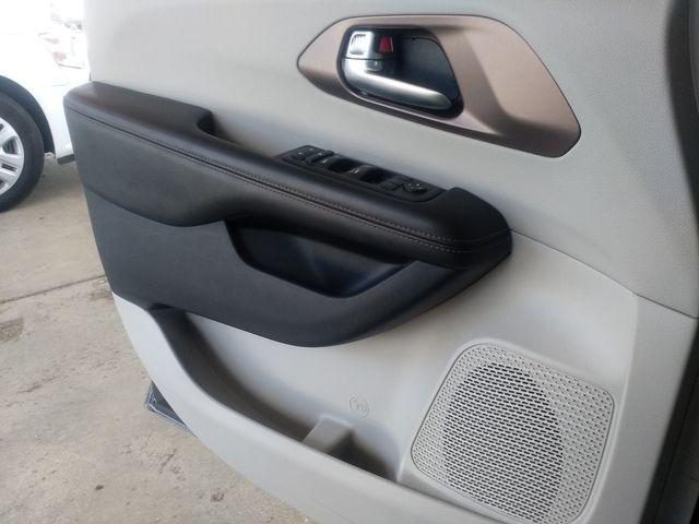 2019 Chrysler Pacifica Touring L Houston, Mississippi 19