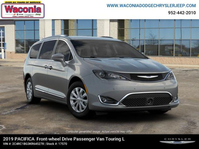 2019 Chrysler Pacifica Touring L  in Victoria, MN