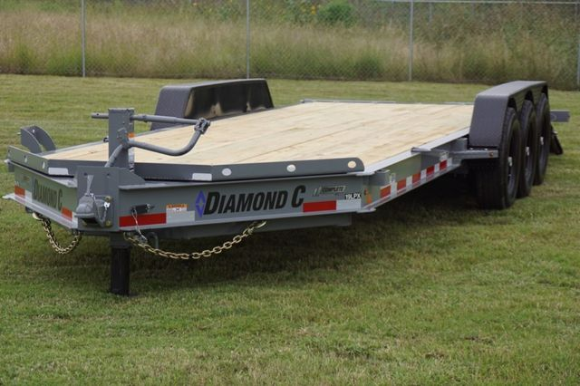 2019 Diamond C LPX 25' TRIPLE AXLE SPRING RAMP