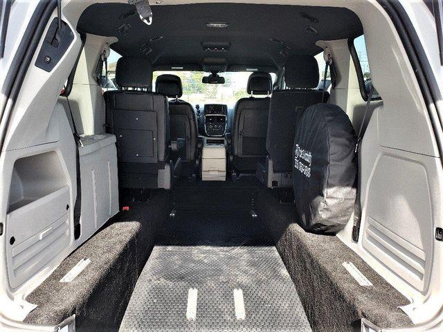 2019 Dodge Grand Caravan Sxt Wheelchair Van Handicap Ramp Van Pinellas Park, Florida 9