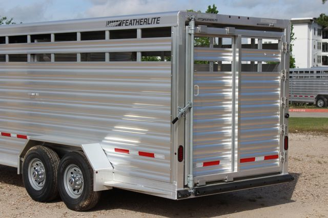 2019 Featherlite 8117 20' LIVESTOCK CATTLE W CENTER CUT GATE CONROE, TX 12