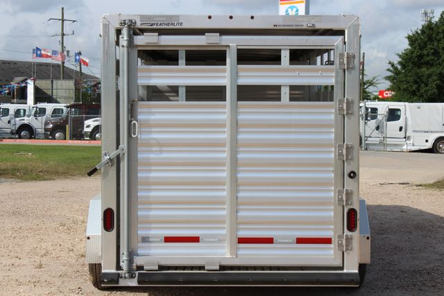 2019 Featherlite 8117 20' LIVESTOCK CATTLE W CENTER CUT GATE CONROE, TX 13