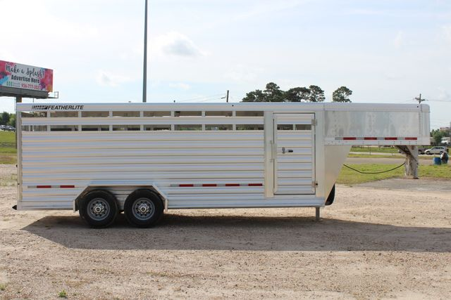 2019 Featherlite 8117 20' LIVESTOCK CATTLE W CENTER CUT GATE CONROE, TX 27