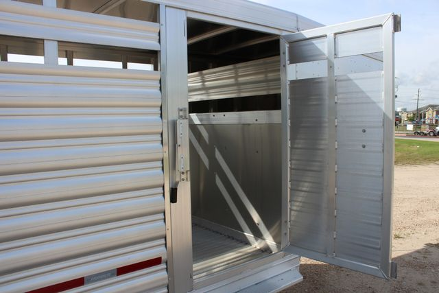 2019 Featherlite 8117 20' LIVESTOCK CATTLE W CENTER CUT GATE CONROE, TX 28