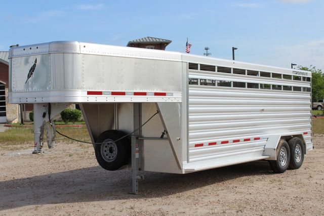 2019 Featherlite 8117 20' LIVESTOCK CATTLE W CENTER CUT GATE CONROE, TX 8