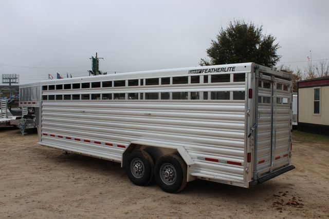 2019 Featherlite 8127 - 24 24' LIVESTOCK CATTLE GN TRAILER WITH 2 CUT GATES CONROE, TX 13
