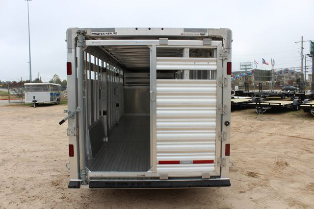 2019 Featherlite 8127 - 24 24' LIVESTOCK CATTLE GN TRAILER WITH 2 CUT GATES CONROE, TX 17