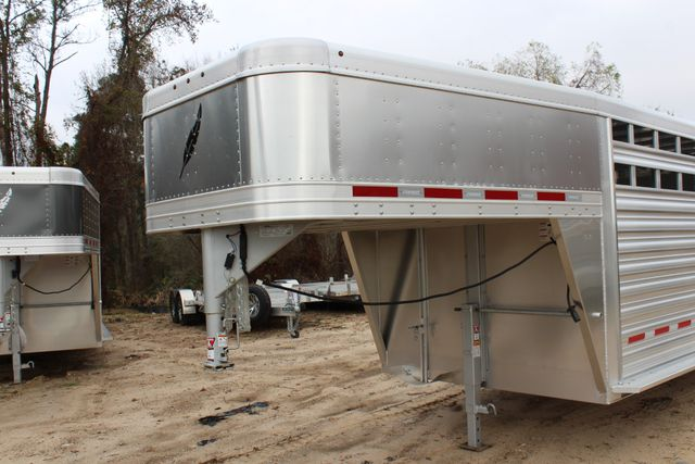 2019 Featherlite 8127 - 24 24' LIVESTOCK CATTLE GN TRAILER WITH 2 CUT GATES CONROE, TX 3