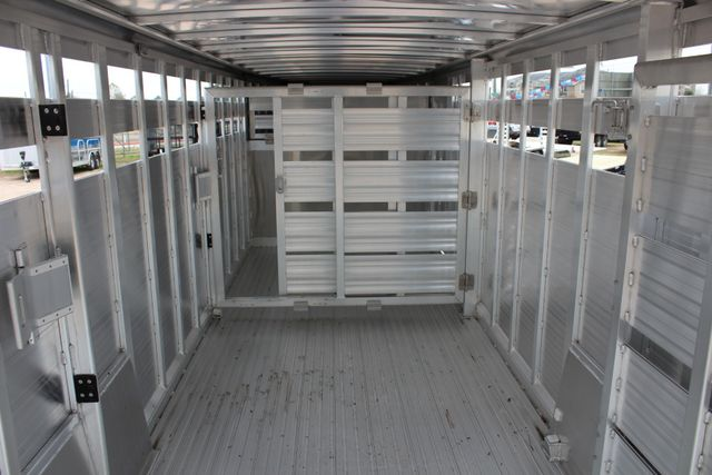 2019 Featherlite 8127 - 24 24' LIVESTOCK CATTLE GN TRAILER WITH 2 CUT GATES CONROE, TX 23
