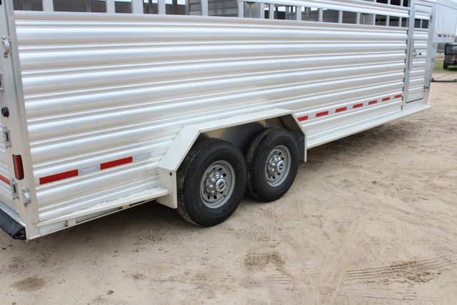 2019 Featherlite 8127 - 24 24' LIVESTOCK CATTLE GN TRAILER WITH 2 CUT GATES CONROE, TX 28