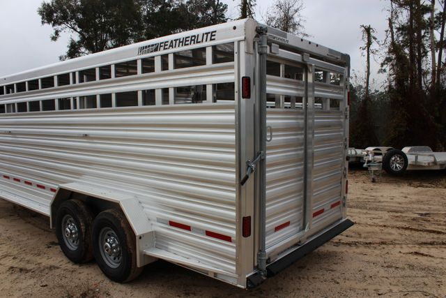 2019 Featherlite 8127 - 24 24' LIVESTOCK CATTLE GN TRAILER WITH 2 CUT GATES CONROE, TX 5