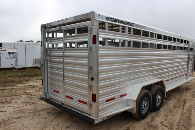 2019 Featherlite 8127 - 24 24' LIVESTOCK CATTLE GN TRAILER WITH 2 CUT GATES CONROE, TX 7