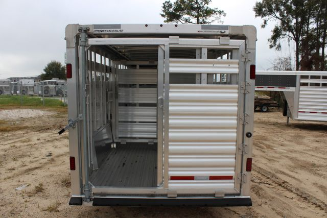 2019 Featherlite 8127 - 24 24' LIVESTOCK CATTLE GN TRAILER WITH 2 CUT GATES CONROE, TX 9