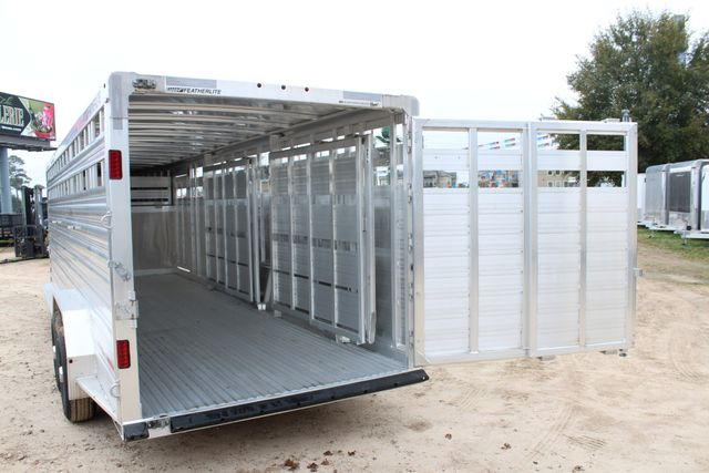 2019 Featherlite 8127 LIVESTOCK CATTLE GN TRAILER WITH 2 CUT GATES CONROE, TX 17