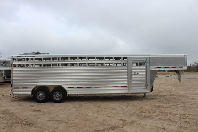 2019 Featherlite 8127 LIVESTOCK CATTLE GN TRAILER WITH 2 CUT GATES CONROE, TX 31