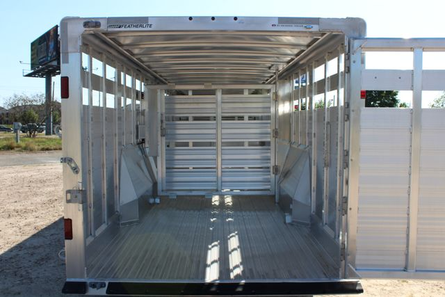2019 Featherlite 8127 - 30 30' CATTLE TRAILER - 7'6 WIDE - DROP WALL VENTS CONROE, TX 15