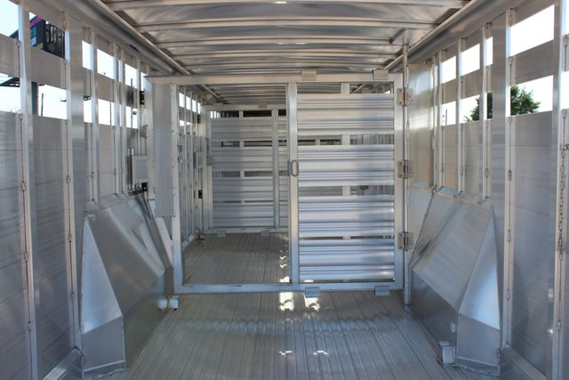 2019 Featherlite 8127 - 30 30' CATTLE TRAILER - 7'6 WIDE - DROP WALL VENTS CONROE, TX 17