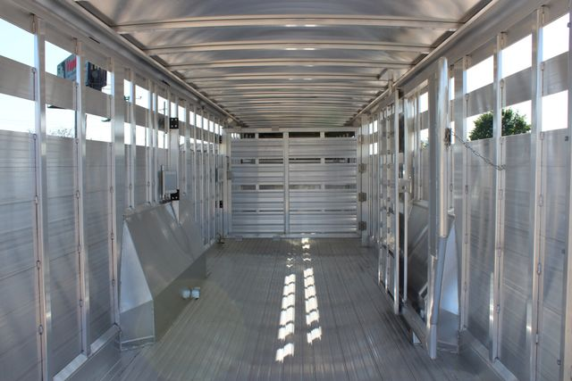 2019 Featherlite 8127 - 30 30' CATTLE TRAILER - 7'6 WIDE - DROP WALL VENTS CONROE, TX 18
