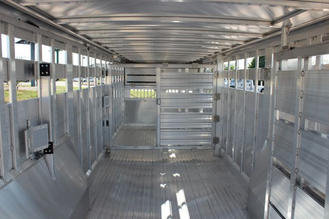 2019 Featherlite 8127 - 30 30' CATTLE TRAILER - 7'6 WIDE - DROP WALL VENTS CONROE, TX 19