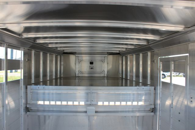 2019 Featherlite 8127 - 30 30' CATTLE TRAILER - 7'6 WIDE - DROP WALL VENTS CONROE, TX 22