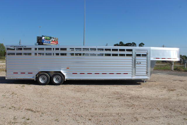 2019 Featherlite 8127 - 30 30' CATTLE TRAILER - 7'6 WIDE - DROP WALL VENTS CONROE, TX 26