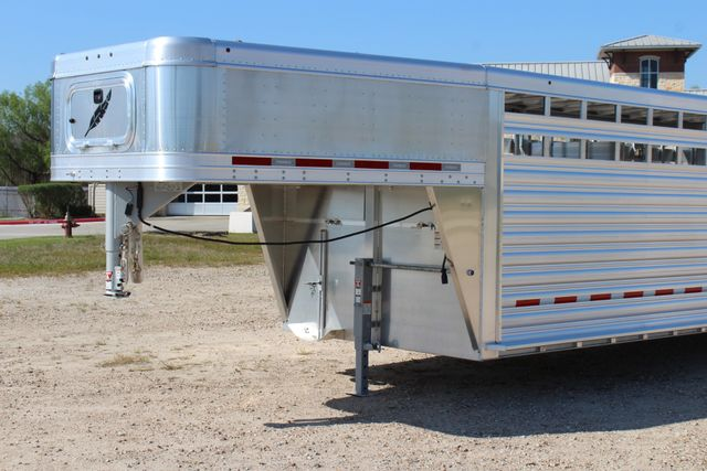 2019 Featherlite 8127 - 30 30' CATTLE TRAILER - 7'6 WIDE - DROP WALL VENTS CONROE, TX 5