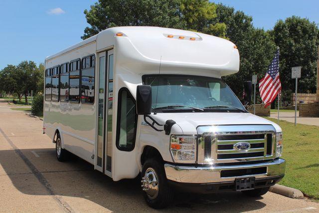2019 Ford E450 26 Passenger Starcraft Shuttle Bus *Under Warranty* Irving, Texas 1