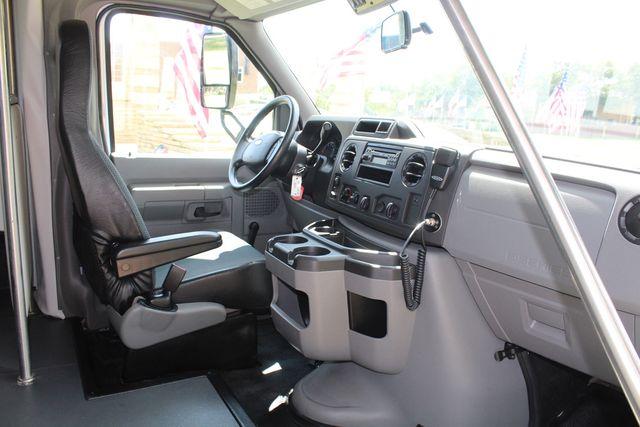 2019 Ford E450 26 Passenger Starcraft Shuttle Bus *Under Warranty* Irving, Texas 16