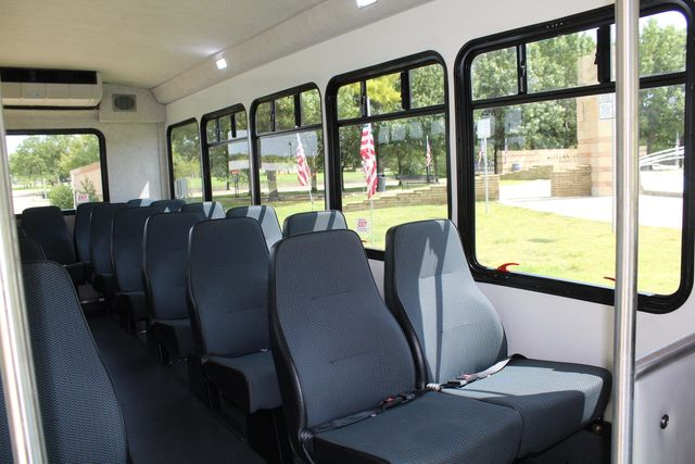 2019 Ford E450 26 Passenger Starcraft Shuttle Bus *Under Warranty* Irving, Texas 19