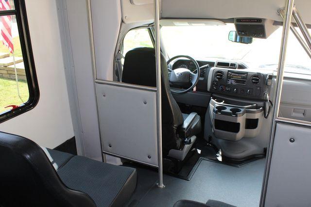2019 Ford E450 26 Passenger Starcraft Shuttle Bus *Under Warranty* Irving, Texas 30