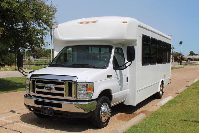 2019 Ford E450 26 Passenger Starcraft Shuttle Bus *Under Warranty* Irving, Texas 3