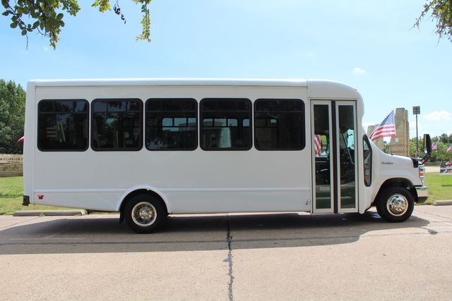 2019 Ford E450 26 Passenger Starcraft Shuttle Bus *Under Warranty* Irving, Texas 9