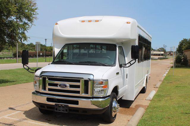2019 Ford E450 26 Passenger Starcraft Shuttle Bus *Under Warranty* Irving, Texas 72