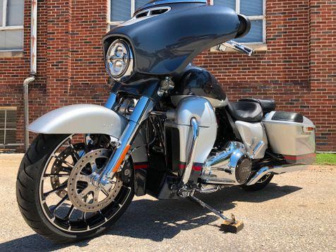 2019 Harley Davidson CVO Street Glide FLHXSE in Oaks