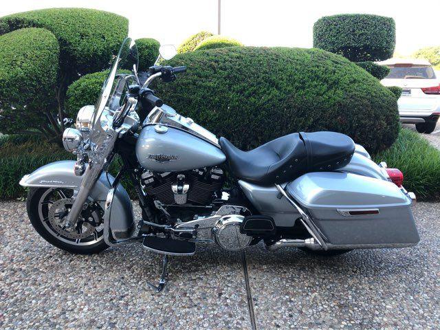 2019 Harley-Davidson Road King in McKinney, TX 75070