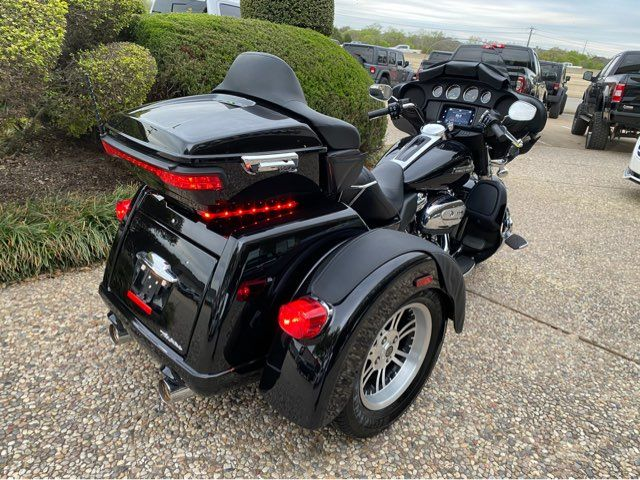 2019 Harley-Davidson Tri Glide Ultra FLHTCUTG in McKinney, TX 75070